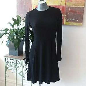 VINCE CAMUTO LBD long sleeve stretchy